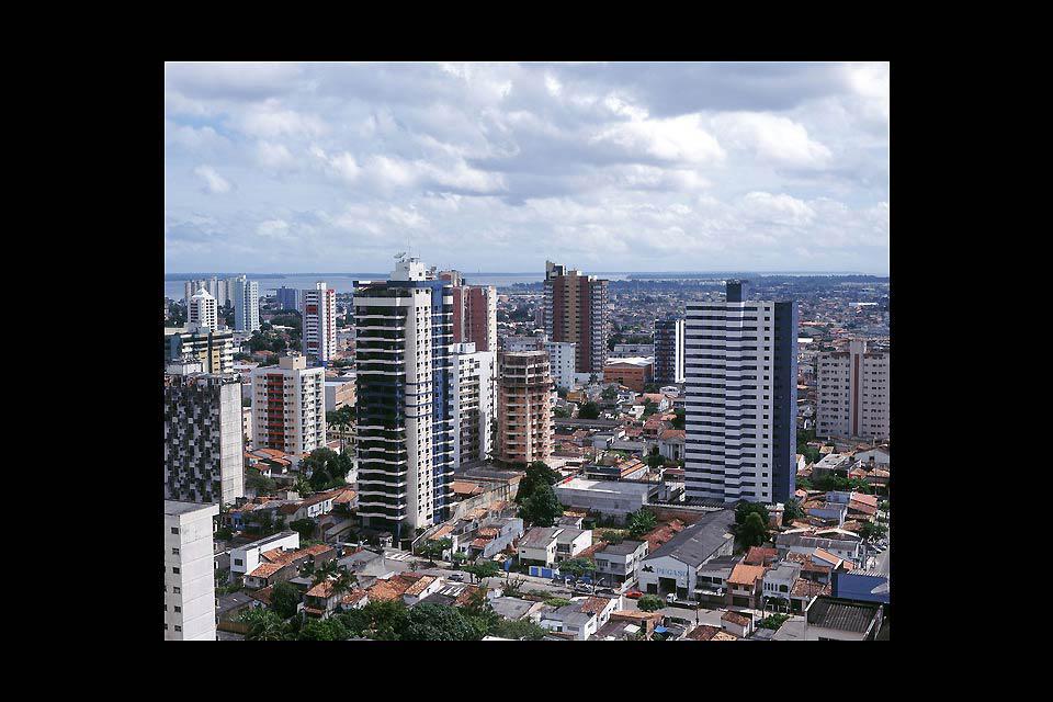 Une forêt de gratte-ciel à l'entrée de l'Amazonie.