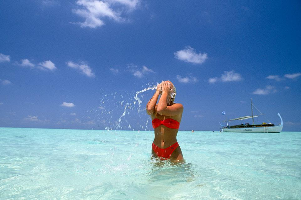 L'atollo di Dhaalu è l'atollo più a sud delle Maldive insieme con Meemu; si trova sotto l'atollo di Faafu. E' composto da 2 isole-hotel, Velavaru e Vilu Reef. Vi invitiamo a sognare leggendo le nostre schede, e chissà magari che il sogno non...diventi realtà! Ci sono tutti gli ingredienti affinché scegliate al meglio e prenotiate l'hotel che meglio corrisponde alle vostre aspettative. Buon viaggio! ...