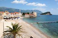 Dieser Strand liegt ideal am Eingang der Zitadelle inmitten einer prächtigen Umgebung.