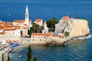 Die Stadt Budva an der Adriaküste hat eine außergewöhnliche Lage und ist einer der ältesten Orte am Mittelmeer.