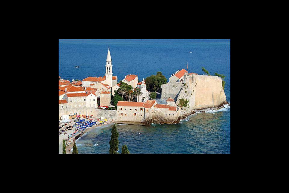 La ville de Budva est un site exceptionnel sur la côte adriatique et l'une des plus anciennes villes de la Méditerranée.
