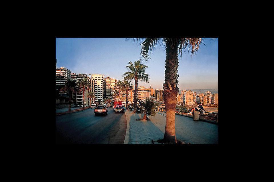 Die vornehme Promenade der Stadt verläuft entlang des Meeres.
