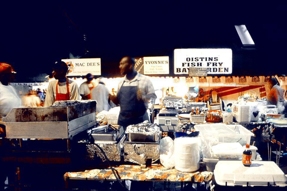 Oistins, village de pêcheurs, s'impose pour la qualité de son poisson frais vendu sur son port, l'un des principaux de la Barbade.