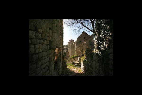 En la actualidad, la visita es de pago, pero vale la pena si quieres dar un paseo, sobre todo si te gustan las piedras antiguas.