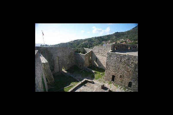 En sus orígenes, la ciudad de Bar estaba situada a los pies del monte Rumija, lejos del mar.