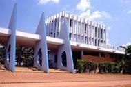 Bangui possède de nombreux restes historiques en bon état, ce qui n'est pas le cas de tous les sites. La capitale est également la ville la plus moderne du pays.