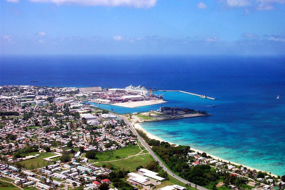 Bridgetown, capitale et seule véritable agglomération de la Barbade avec ses 100 000 habitants, se situe au sud-ouest de l'île.