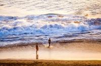Santiago ist die afrikanischste Insel von Kap Verde, aber auch die größte mit der höchsten Einwohnerzahl. 1460 haben sich Portugiesen mit ihren afrikanischen Sklaven auf der Insel niedergelassen, was zu einer Mischung der Volksgruppen geführt hat, die man heute auf Kap Verde noch erkennen kann. Die afrikanische Kultur kann man heute auch noch im Tanz, in der Musik, in der Küche sowie in der Kleidung ...