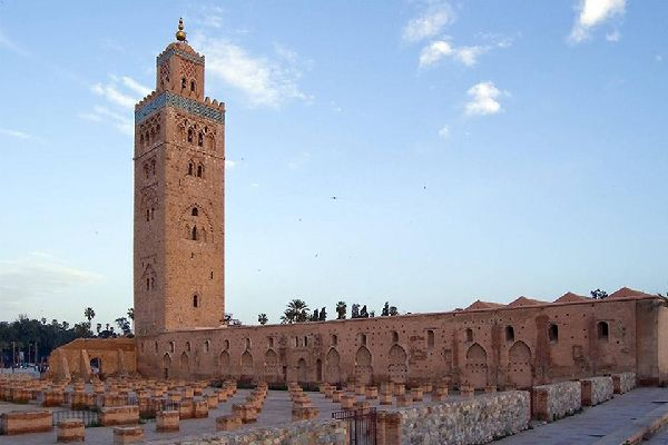 Although the mosque may have chosen to remain bare and rather austere, it still remains an architectural marvel and one of the most beautiful Moroccan monuments.