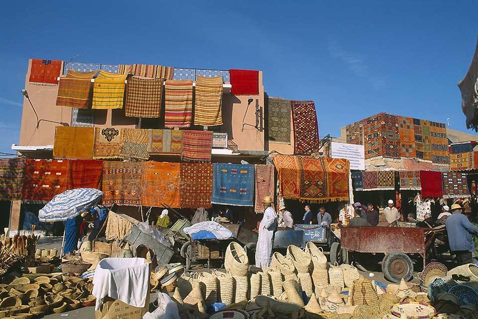 Les souks (marchés en arabe) sont organisés par métiers et par quartiers.