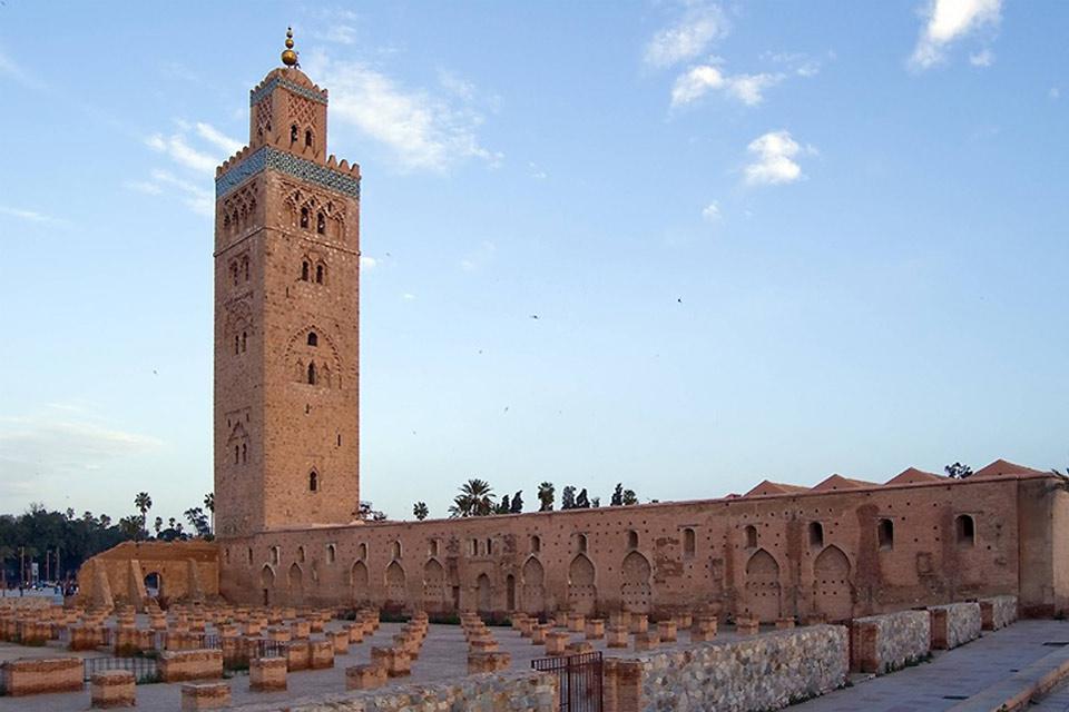 Nonostante la moschea sia piuttosto spoglia e austera, rimane comunque una meraviglia architettonica ed è uno dei monumenti più belli del Marocco.