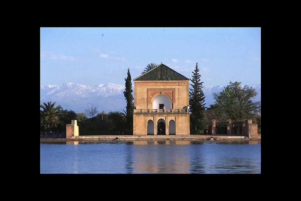 La Ménara est une oliveraie particulièrement importante. Elle est irriguée par ce bassin central lui même alimenté par les eaux des montagnes environnantes.