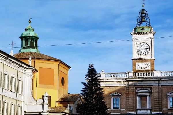 Ravenne a un patrimoine unique au monde en ce qui concerne l'art byzantin; sur la photo, la mosaïque de la coupole du Baptistère Néonien