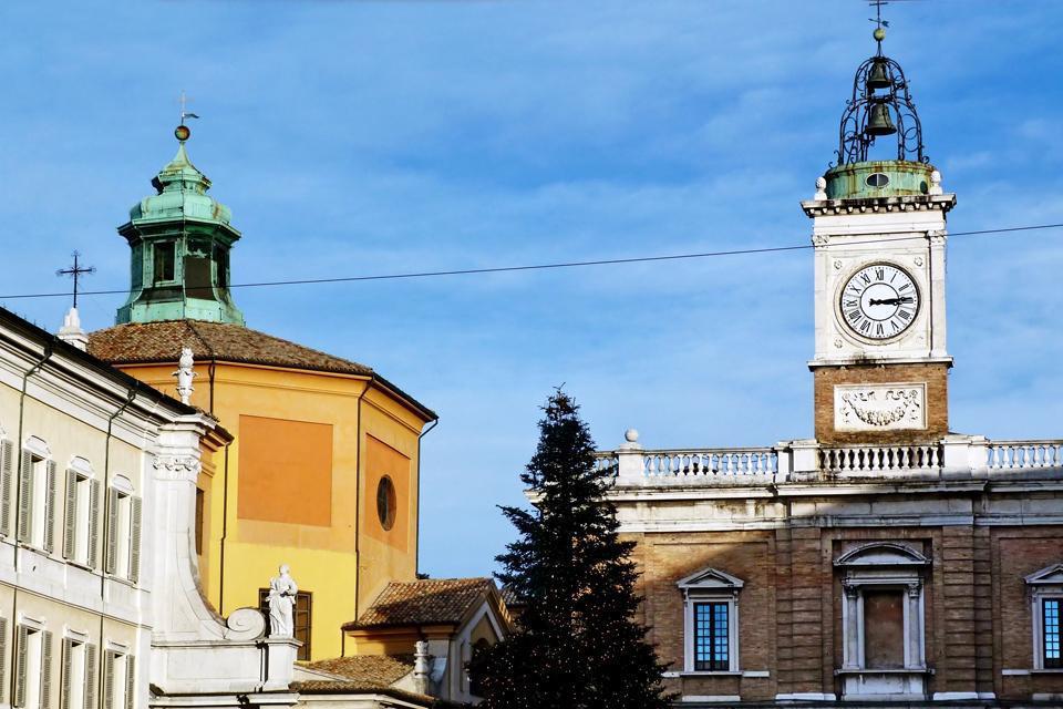 Rávena posee un patrimonio único en el mundo en lo que respecta al arte bizantino. En la fotografía, el mosaico de la cúpula del Baptisterio Neoniano.