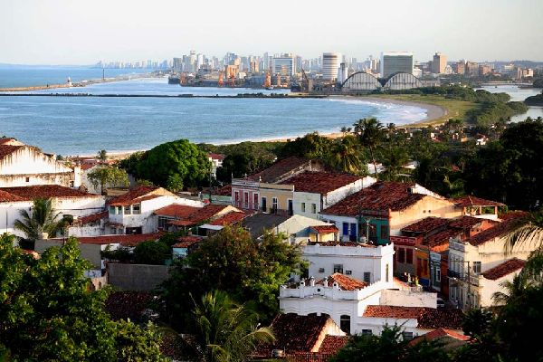 The city of Recife is in the state of Pernambouco. The Beberibe and Capiraribe rivers divide its centre into districts connected by bridges. Santo Antônio and São José belong to the old town. The Santo Antônio convent, which dates back to 1606, is worth seeing for the arches and azulejos tiling of its cloister. Capela Dourada, a small chapel, is easy to spot on account of its baroque exterior. Inside, ...