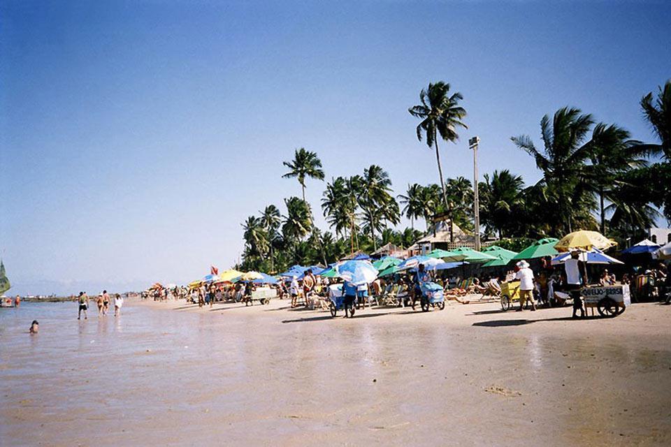 Am Strand können Sie eine Jancada mieten, ein Boot für eine Spazierfahrt.