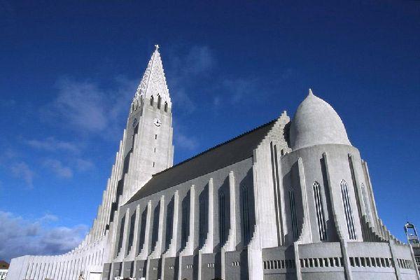 Symbole de Reykjavik, Hallgrímskirkja est la plus grande église de la capitale islandaise.