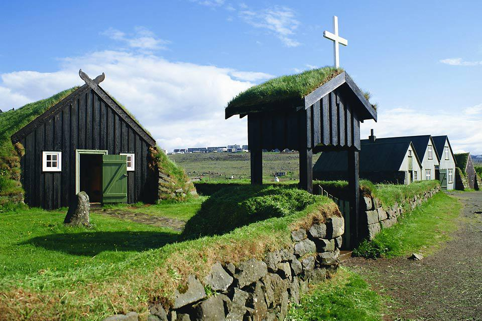 Reyjkjavik is a good city to stay in between two excursions in the surrounding natural area.