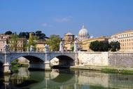 L'isola Tiberina, conosciuta anche come l'isola dei due ponti, è l'unica isola urbana a Roma.