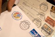Au coeur du village se trouve la poste du Père Noel qui reçoit des lettres venues du monde entier.