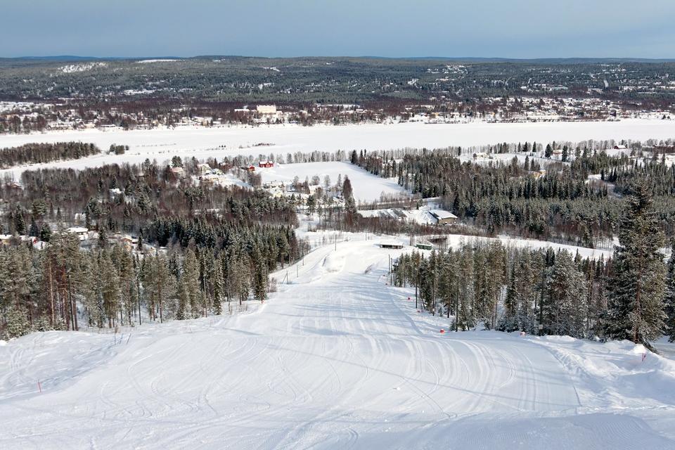 Zur Weihnachtszeit steht das Dorf Rovaniemi ganz im Zeichen von Weihnachtsmärkten und weihnachtlichen Veranstaltungen.