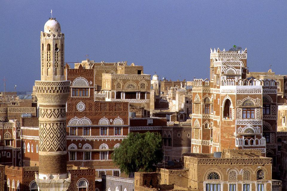 Sanaa fu nel VII secolo un centro culturale islamico importante. Attualmente la capitale ospita 106 moschee.