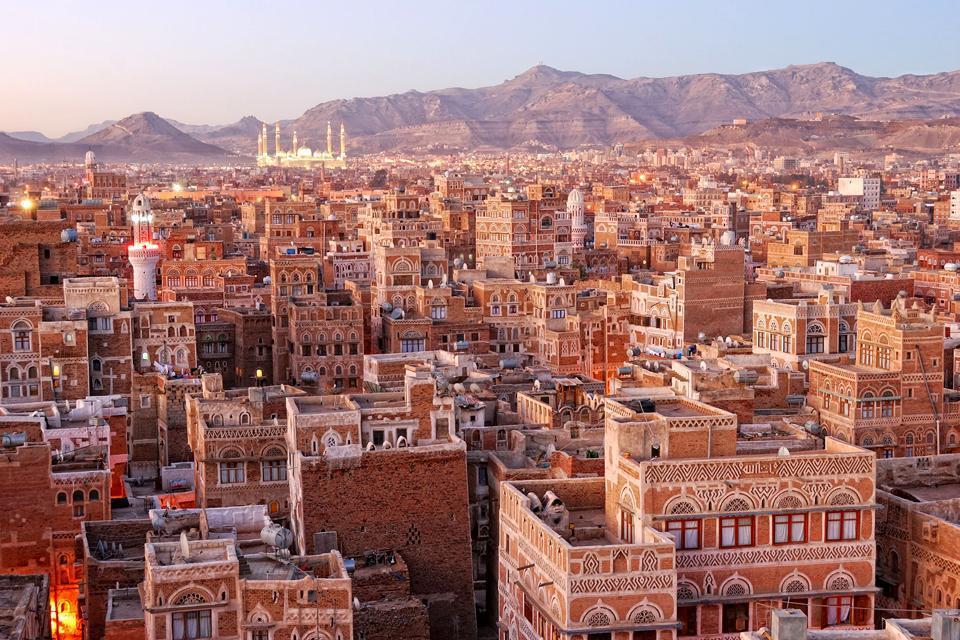 """La vieille ville de Sana'a, appelée la """"Venise des sables"""" par Alberto Moravia, appartient au Patrimoine de l'humanité par décision de l'UNESCO depuis 1986."""
