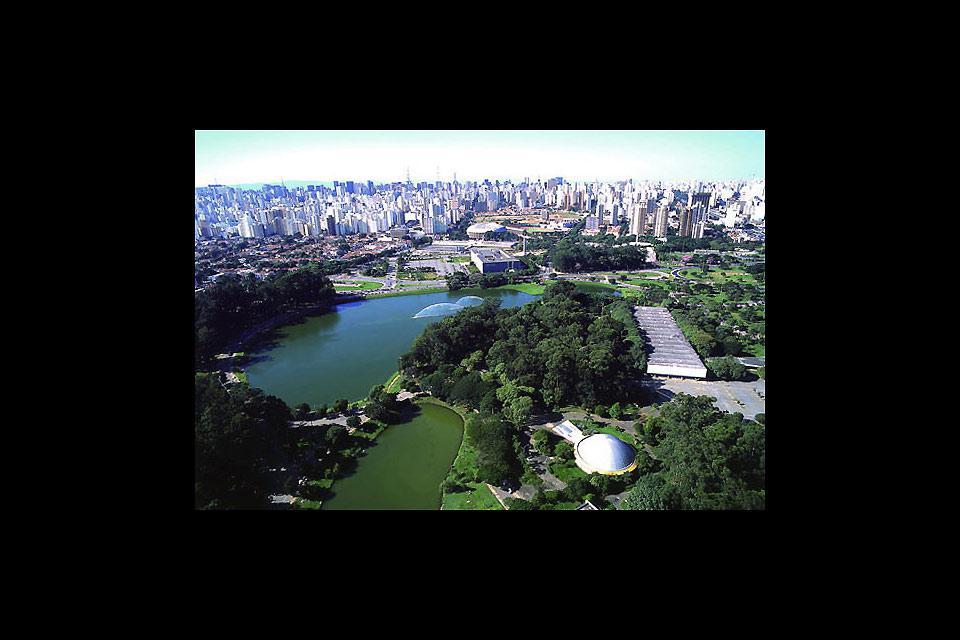 È il più grande parco pubblico della città, con 1,5 milioni di metri quadrati di spazi verdi.