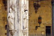 Siena zählt zahlreiche religiöse Bauten: Neben der Kathedrale ist das Baptisterium, die Basilica dell'Osservanza und die Santissima Annunziata zu erwähnen.