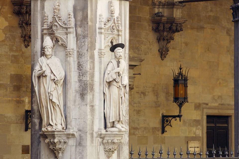 Son muchos los monumentos religiosos que se pueden ver en Siena: además de la catedral, cabe destacar el baptisterio, la basílica de la Observancia y la Santissima Annunziata.