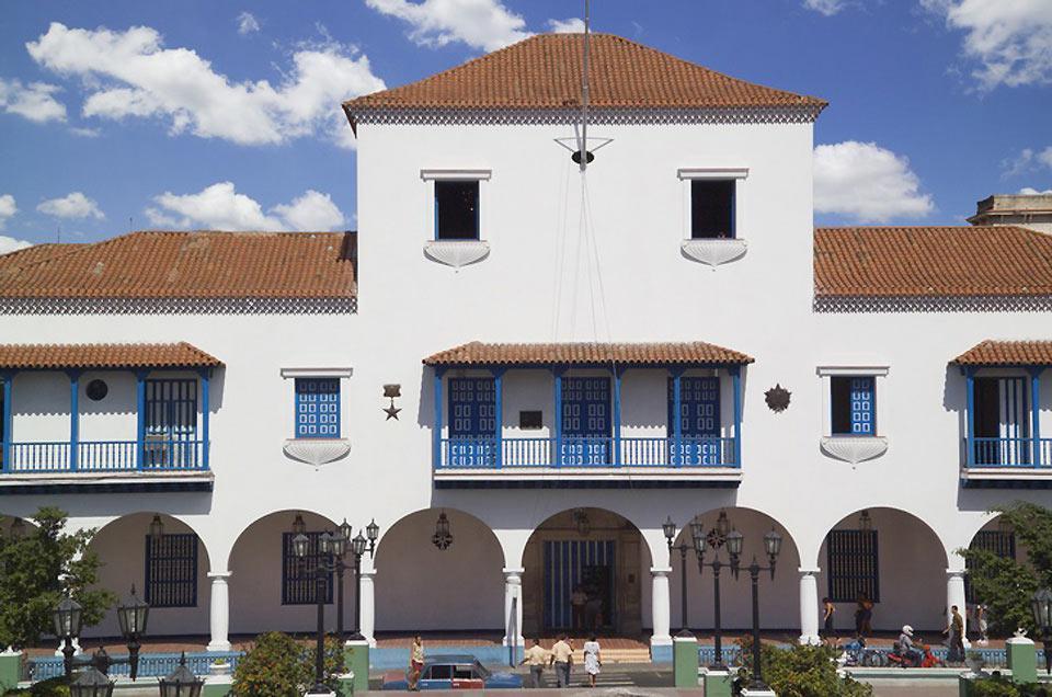 Santiago con il suo mezzo milione di abitanti, è la seconda città più popolosa di Cuba.