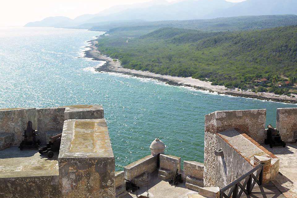 A causa delle numerose battaglie svoltesi nella Baia di Santiago, nel 1610 venne eretto il castello come fortificazione.