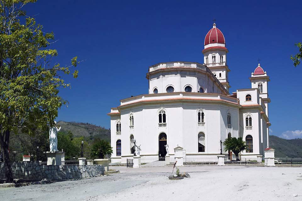 Capitale della regione d'Oriente e città coloniale per eccellenza, presenta unicamente edifici con uno o due piani al massimo.