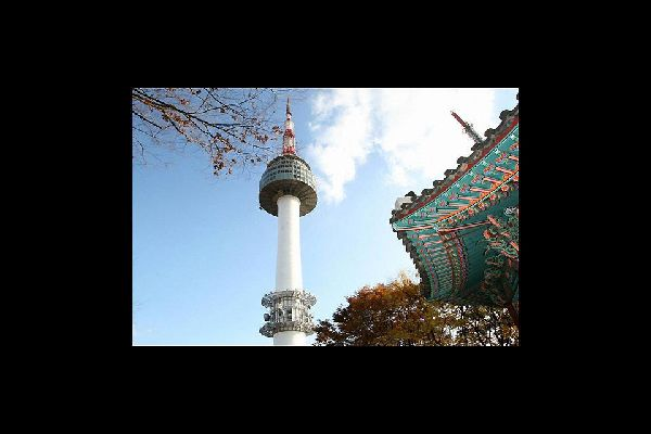 Emblematic of Seoul, it overlooks the entire city.