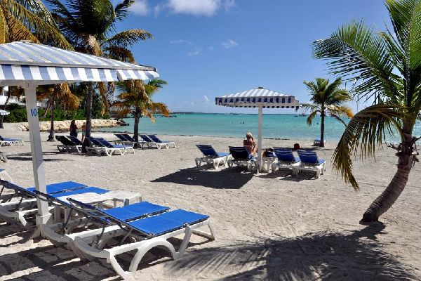 Saint-François is one of Guadeloupe's biggest seaside resort towns. It owes its popularity to its golf course, casino and beaches.