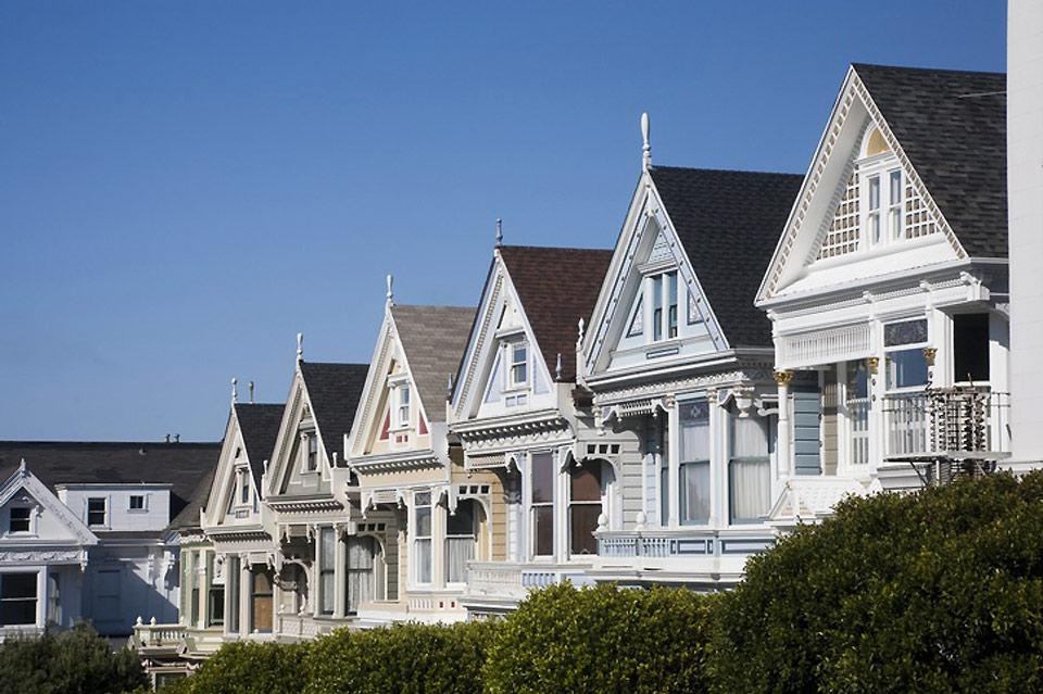 Built on San Francisco's hills, these colourful houses are characteristic of this city in California.