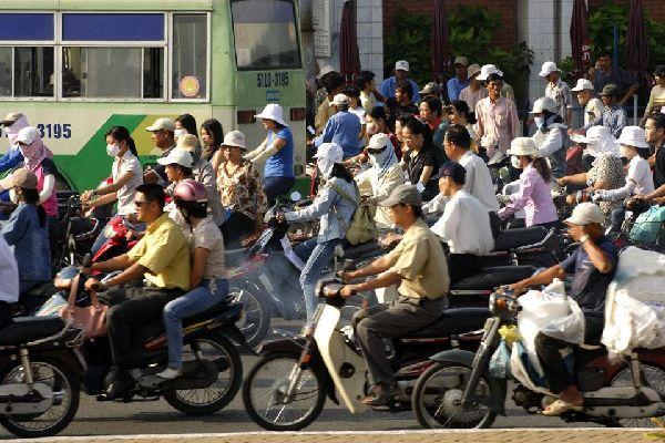 Capitale economica del Vietnam, questa città è ricca di contrasti con quartieri tipici, coloniali e moderni.