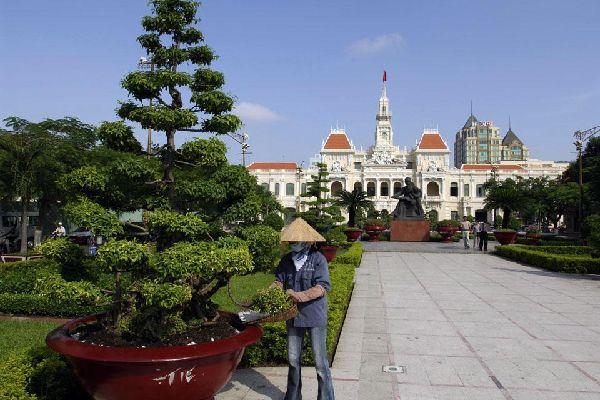 Il municipio di H? Chí Minh, costruito dai francesi tra il 1902 e il 1908, è uno splendido esempio dell'architettura coloniale francese.