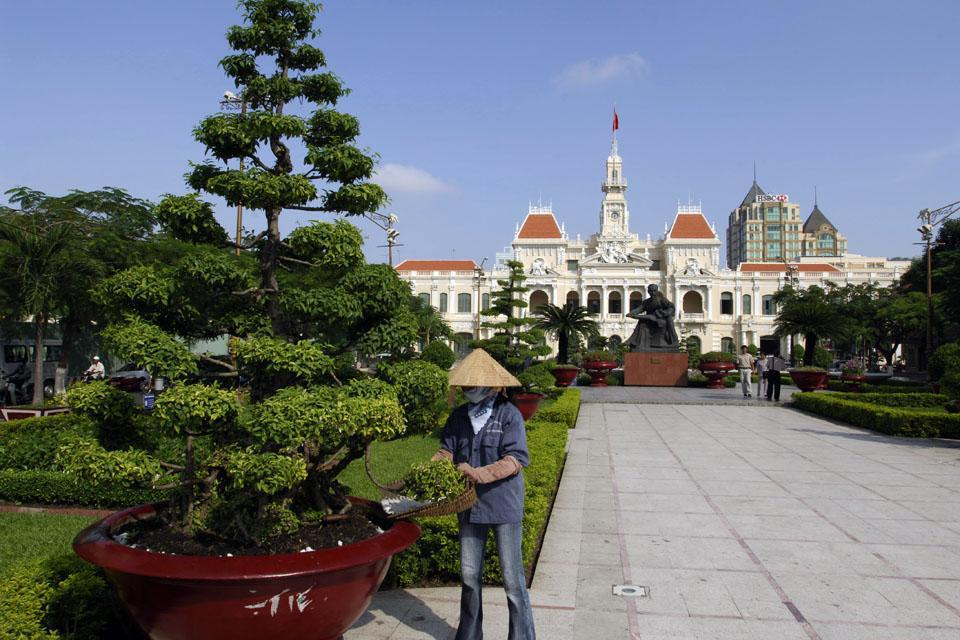 Built by the French between 1902 and 1908, the Ho Chi Minh City city hall is a beautiful example of French colonial architecture.