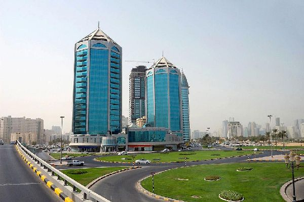 Shopping centres, well-being centres, gyms, luxury residences? these types of complexes, like the Crystal Palace, are very common in the UAE.