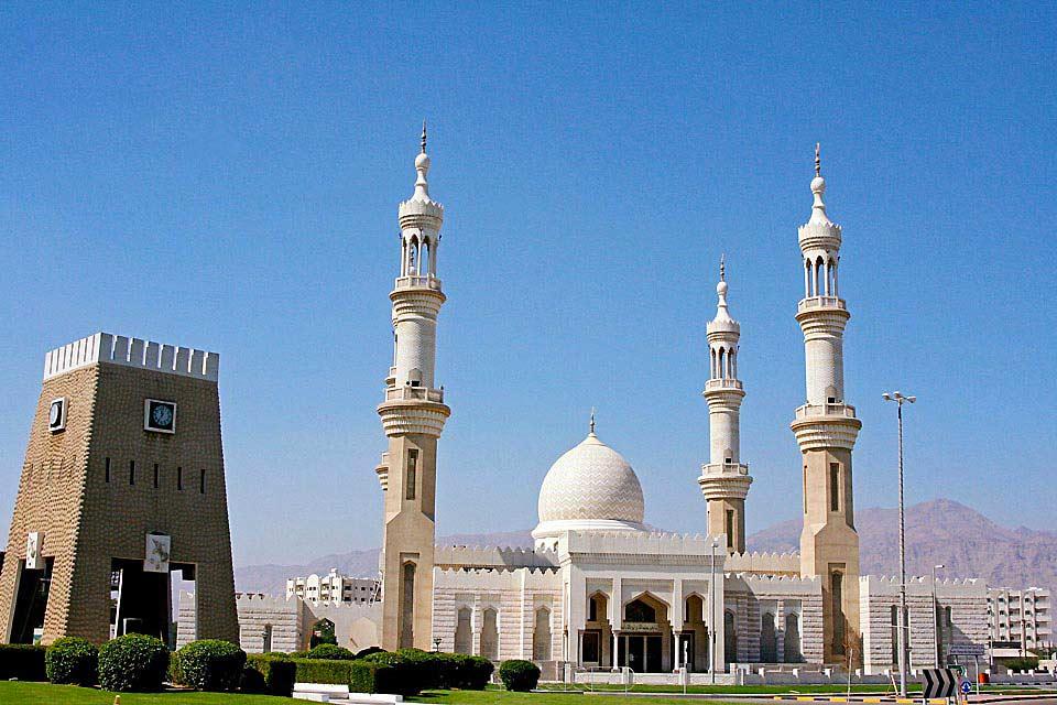 Khor Fakkan est, après celle de Fujairah, la plus grande ville sur la côte Est des émirats.