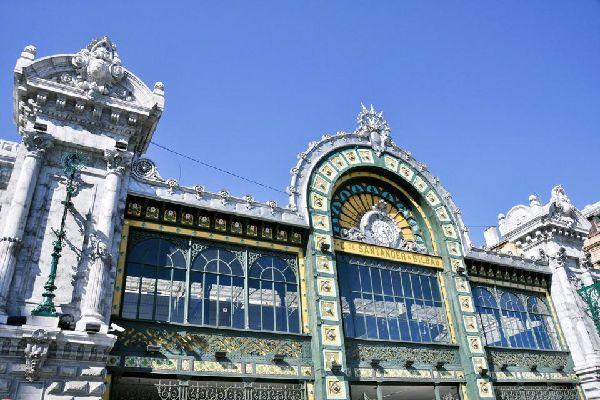 Der Concordia-Bahnhof wurde 1902 errichtet und ist ein einzigartiges Jugendstil-Gebäude. Es ist Teil des Belle-Epoche-Kulturerbes von Bilbao.