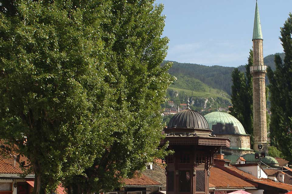Les rues du centre de la capitale sont une succession d'édifices religieux, des restaurants et des boutiques dans le style oriental.