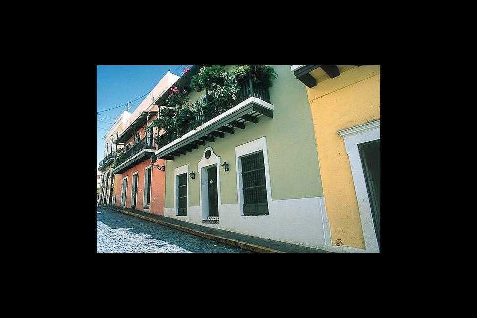 San Juan managed the feat of bringing together every tourist attraction possible: a festive ambiance, high quality gastronomy, protected historical buildings...