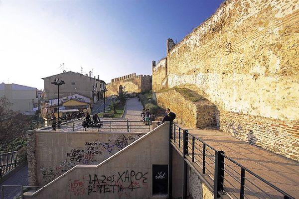 Tesalónica, a pesar de ser poco frecuentada por el turismo, es la segunda ciudad en número de habitantes del país.