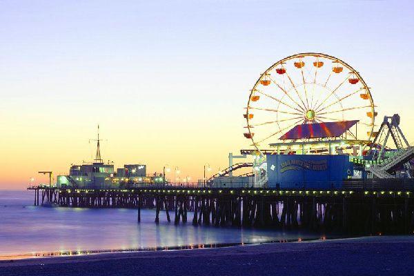 Il Pacific Park è un piccolo parco di divertimenti che si trova sul molo di Santa Monica.