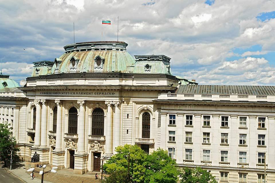 Dans le centre de Sofia, il y a beaucoup de bâtiments impressionnants.