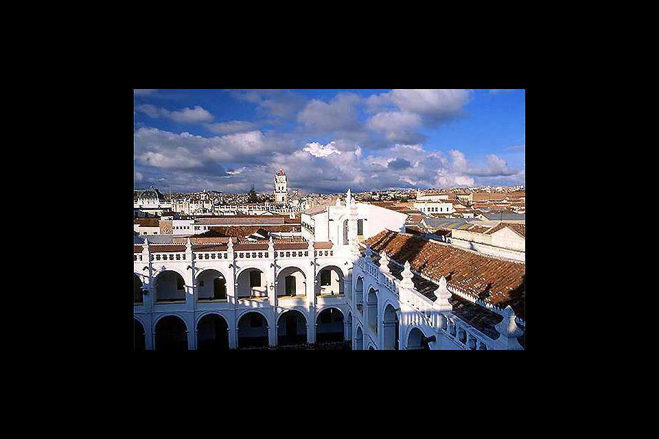 Situata nel centro-sud della Bolivia, la città di Sucre si trova ad unn altitudine di 2750m sul livello del mare.