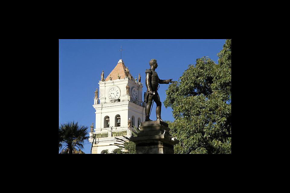 Plaza de Armas della città di Sucre. Statua del maresciallo Antonio José de Sucre, fautore dell'indipendenza boliviana