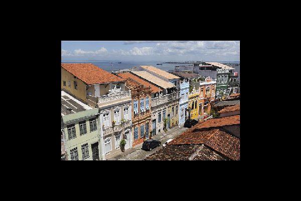 Le Pelourinho, centre historique classé à l'Unesco, saura vous retenir par ses façades colorées et ses charmantes ruelles pavées.